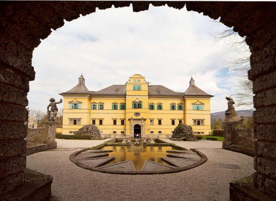 Замок Hellbrunn