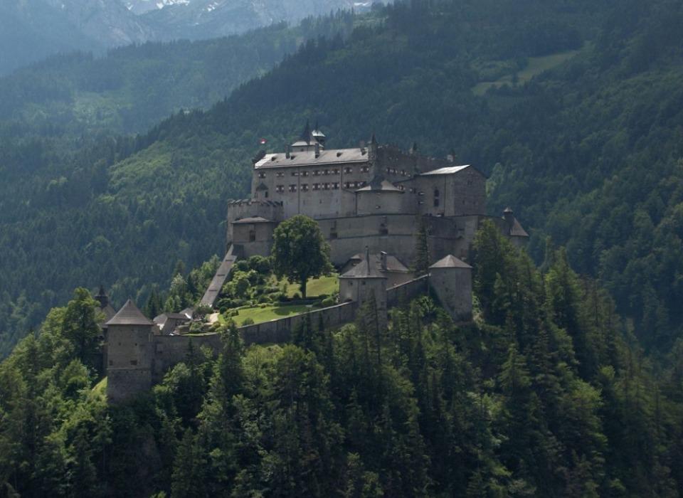 Средневековая крепость Hohenwerfen